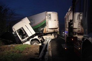 camion incidente notte notturno