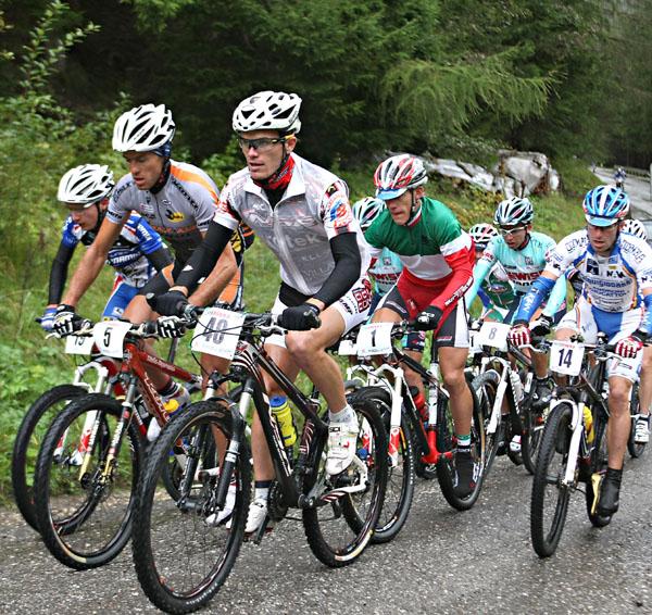 mountain bike ciclisti
