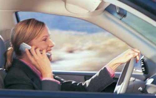 telefono cellulare alla guida