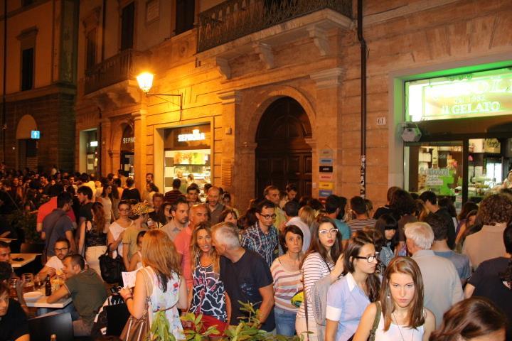 corso garibaldi sera centro storico
