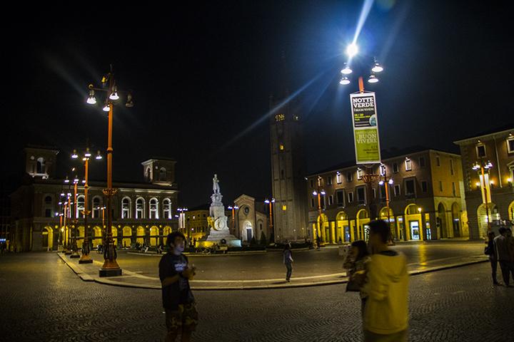 Piazza Saffi di sera