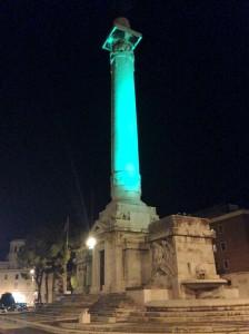Monumento piazzale della Vittoria Forlì notte verde