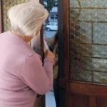 anziana-truffa venditori porta a porta